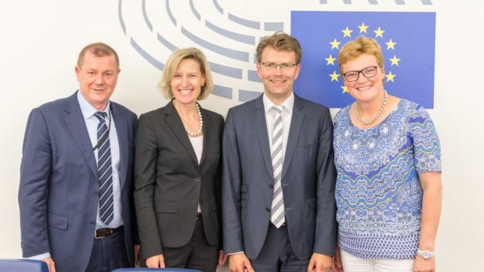 Daniel Caspary (2.v.l.), neuer Vorsitzender der CDU/CSU-Gruppe im EP, Dr. Markus Pieper (l.), neu gewählter Parlamentarischen Geschäftsführer,und Prof. Dr. Angelika Niebler (2.v.l.), Co-Vorsitzende, und Monika Hohlmeier, Parlamentarische Geschäftsführerin