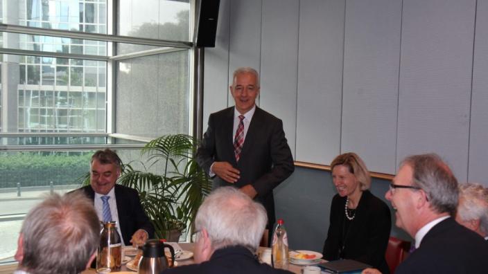 Der Ministerpräsident des Freistaates Sachsen, Stanislaw Tillich MdL, im Gespräch mit den CDU/CSU-Europaabgeordneten, Brüssel, 7.06.2017