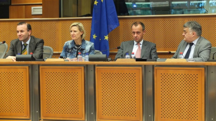 Europaabgeordneten diskutieren mit Friedrich Merz, Vorsitzender der Atlantik-Brücke e.V., aktuelle Fragen der transatlantischen Politik
